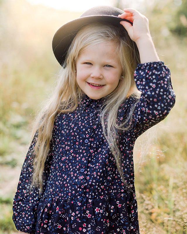 Autumn is here! 🧡 Syksy on täällä! 🧡 ——————————————————————— #colorcrush #creativehappylife #familyfirst #familyforever #familyiseverything  #kids #annikaliinankiphotography #kidportrait #lifestylephotography #kidsphotography #familytime #family #valokuvaajanaiset #summer #viitasaarenkuvaajat #internationalphotographer #morethanaphoto #memories #love #annikaliinankivisuals #viitasaari #visitviitasaari #perhekuvaus #lapsikuvaaja  #jyväskylä #autumnvibes #lapsikuvaajatsuomi #instablogitfinland #kidsfashion #kidsstyle