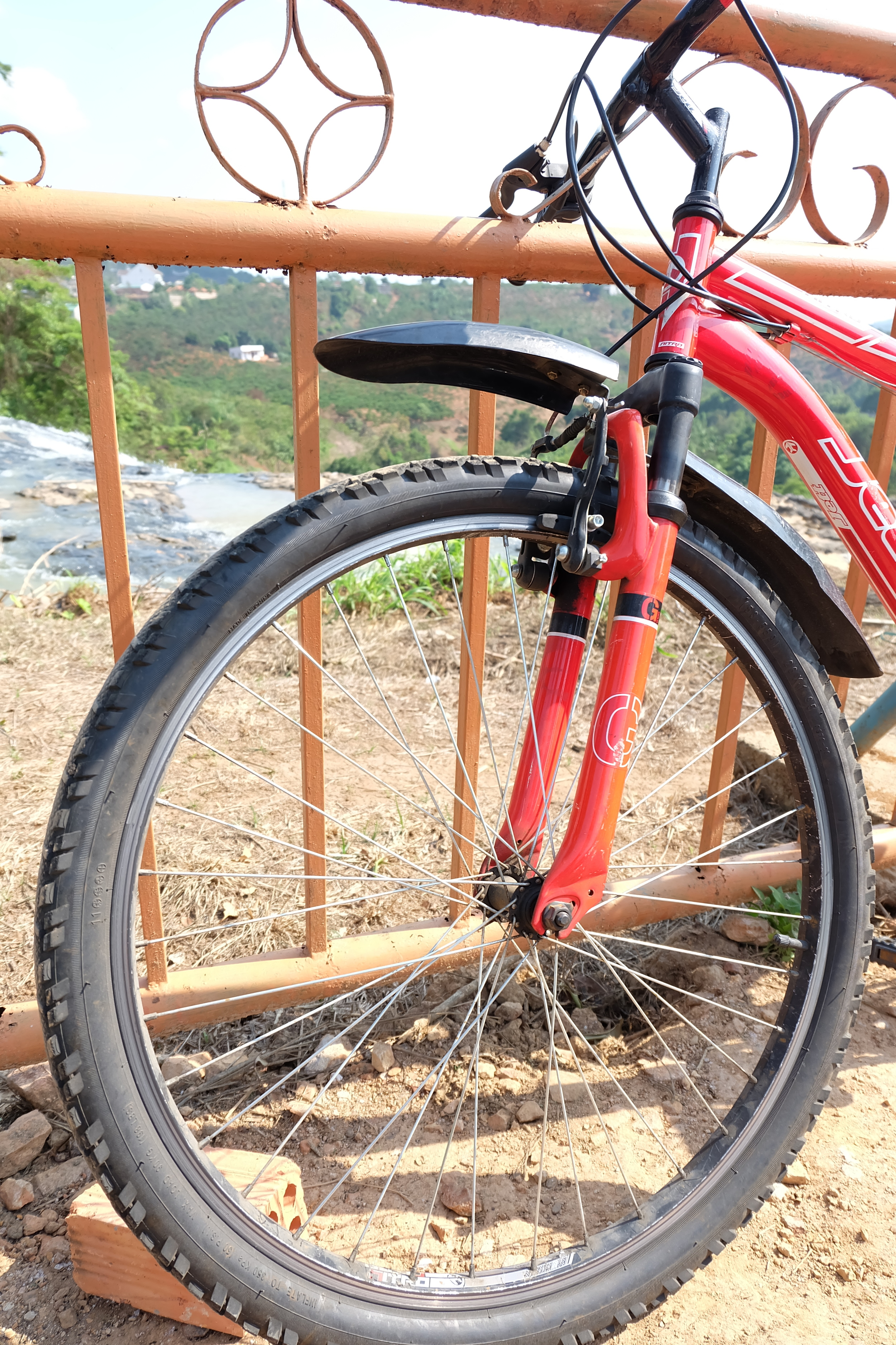 bike-da-lat-vietnam-waterfall-elephant.JPG