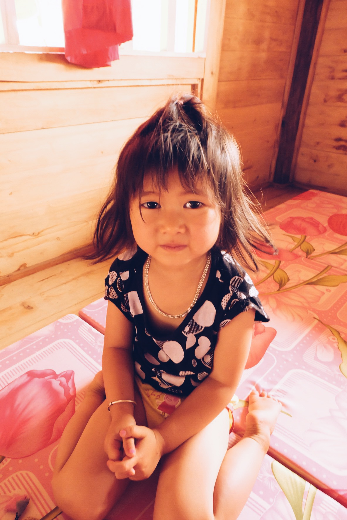 my-tra-homestay-sapa-adorable-little-girl-local.JPG