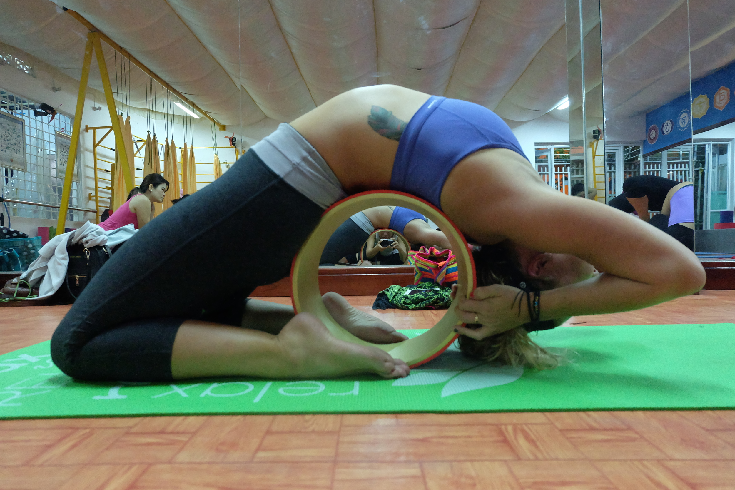 yoga-wheel-vietnam-blogger-travel.JPG
