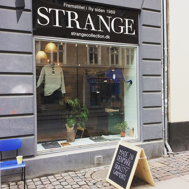 Weekend 💃The sun is shining on Vesterbro and Strange is open today from 11-15. See you! ☀️ #strangecollection #vesterbro #knitwear #danishfashion