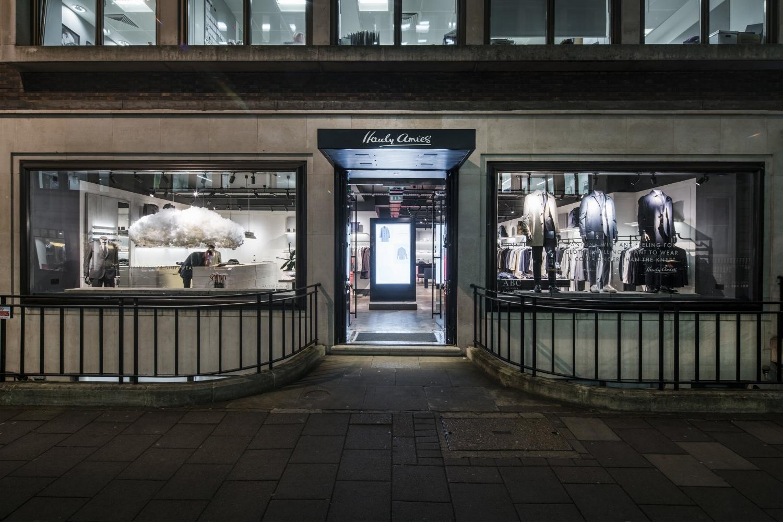 onebigcompany-design-art-direction-retail-marketing-window-display-hardy-amies-4.jpg