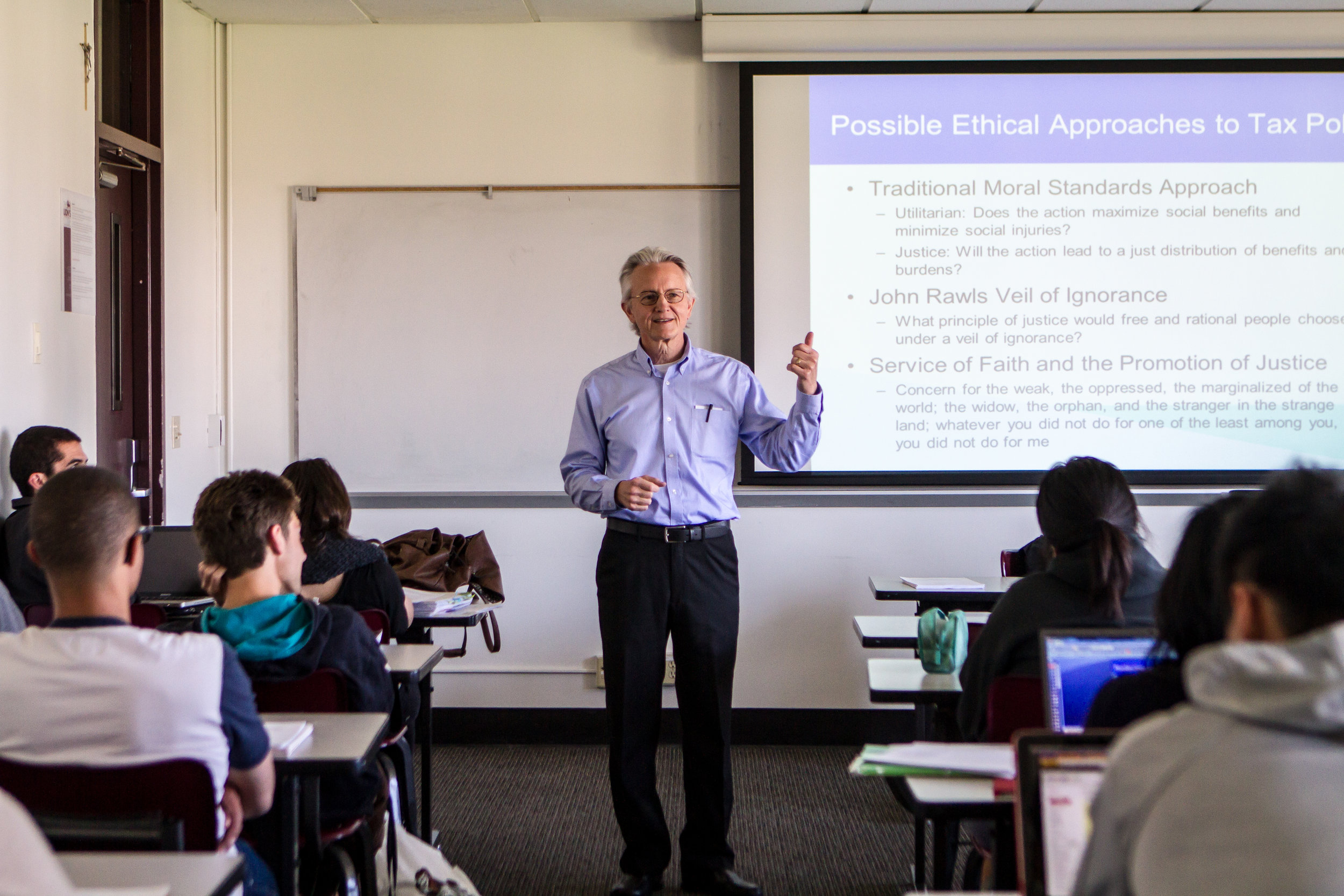 Larry Kalbers, R. Chad Dreier Chair in Accounting Ethics, teaches an accounting ethics course at Loyola Marymount (photo by Loyola Marymount University)