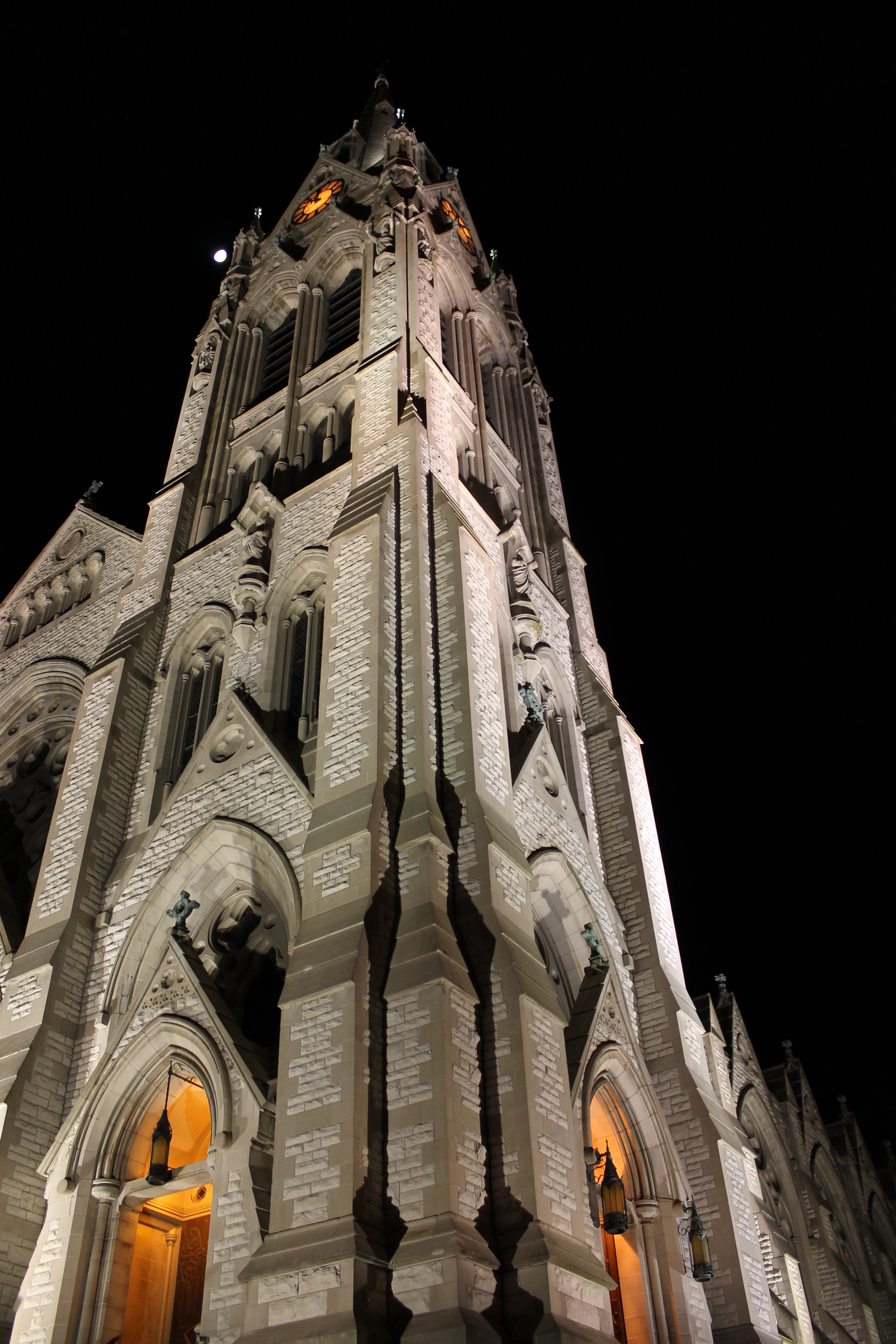 St. Francis Xavier College Church is home to the St. Francis Xavier parish, Saint Louis University Campus ministry and other University spiritual activities (photo by Molly Daily for Saint Louis University)