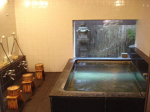 Showering station next to the hot tub in Seiryu Ryokan. Photo by: Flickr@David Lisbona