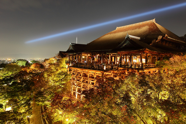 Glimpse of Japan's steady economy in Kyoto, Kiyomizu-dera. Photo by flickr@ Sam Ng