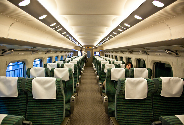 This photo, of the Hikari Shinkansen Green Car area, is from 2013 where a few total of 9 to 10 people were on board for this section and a warm steamy towel was given as the seated customers began their spacious trip. Photo by: Flickr@camknows