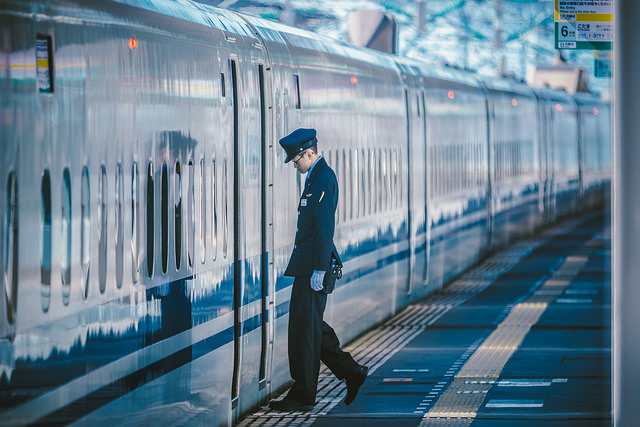 Sanyo Shinkansen's N700 series operated under JR Central. The photo was taken at Nishi-Akashi Station, Hyogo Prefecture in 2016. Photo by Flickr@hans-johnson