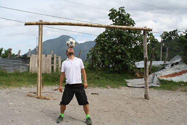 Coach Vince shows off his legendary freestyling tricks in Guatemala with Soccer Recycle.