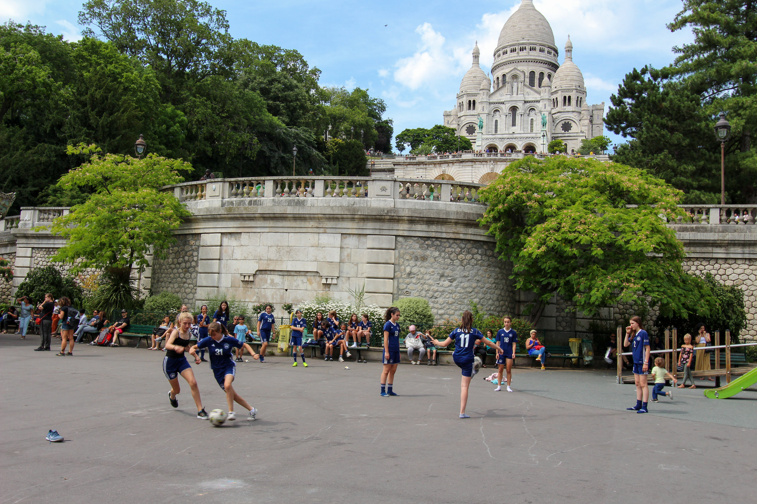 A bit of pickup outside the Montmartre.