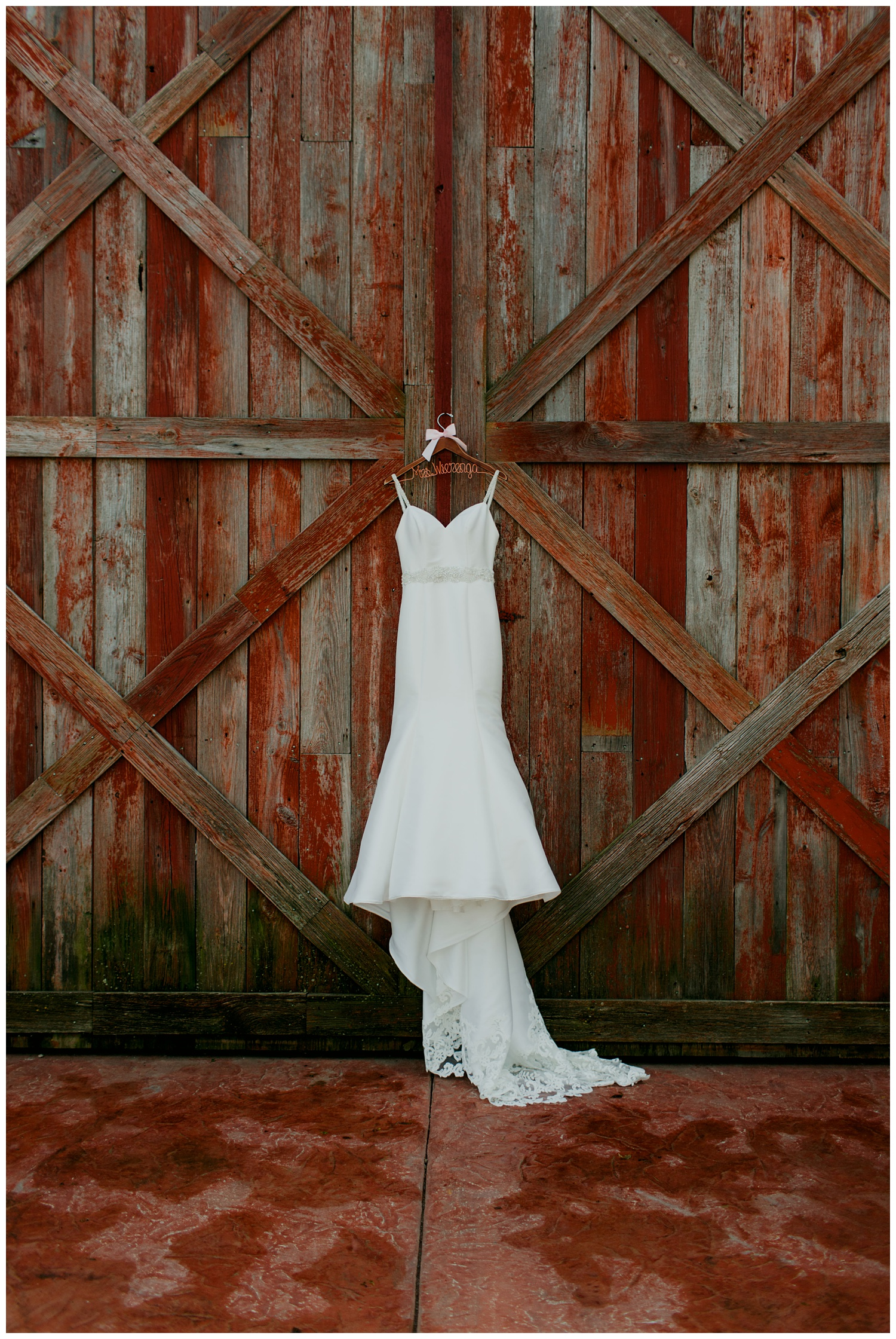 blissfulbarn threeoaks michigan wedding photography journeymandistillery22.jpg