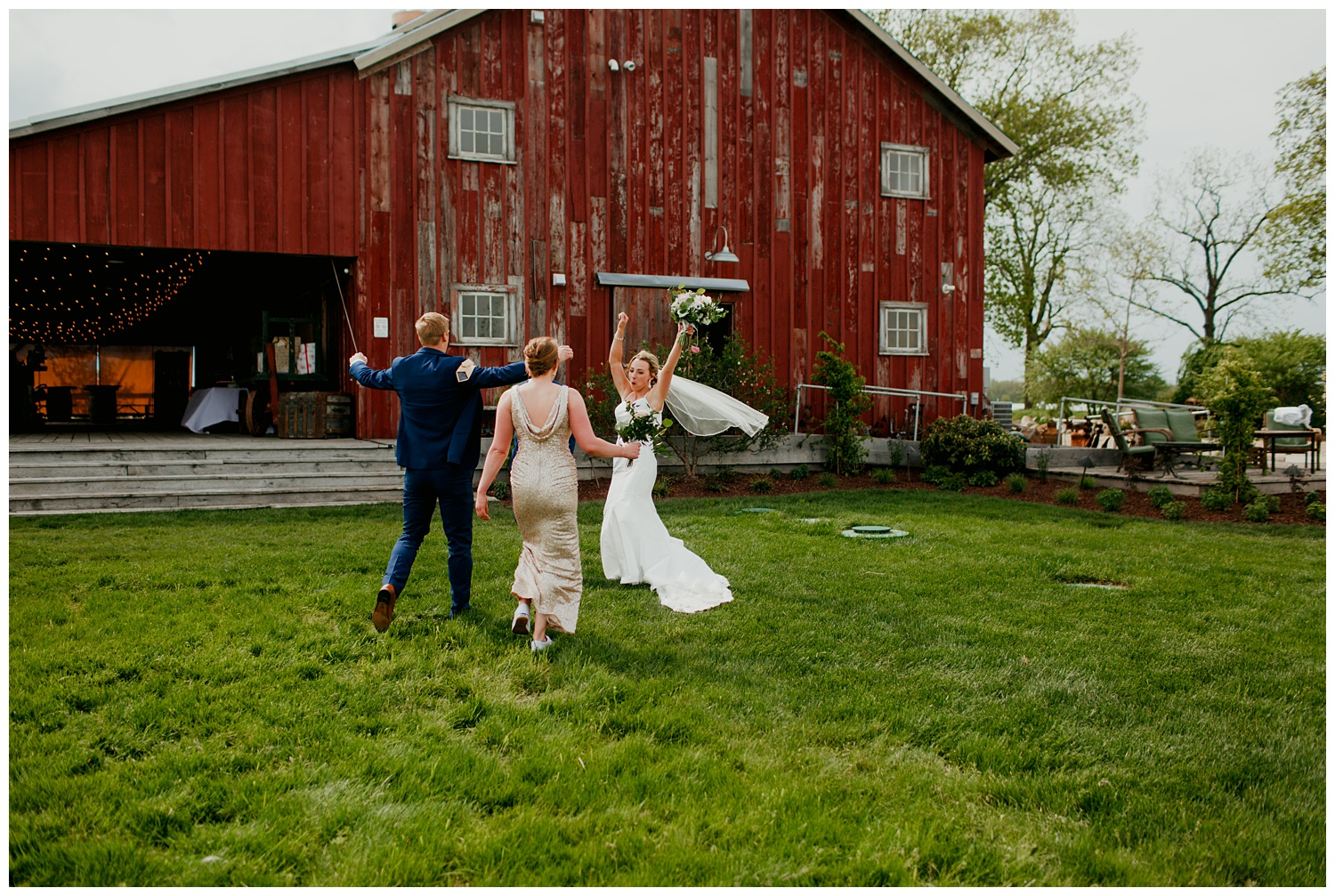 blissfulbarn threeoaks michigan wedding photography journeymandistillery85.jpg