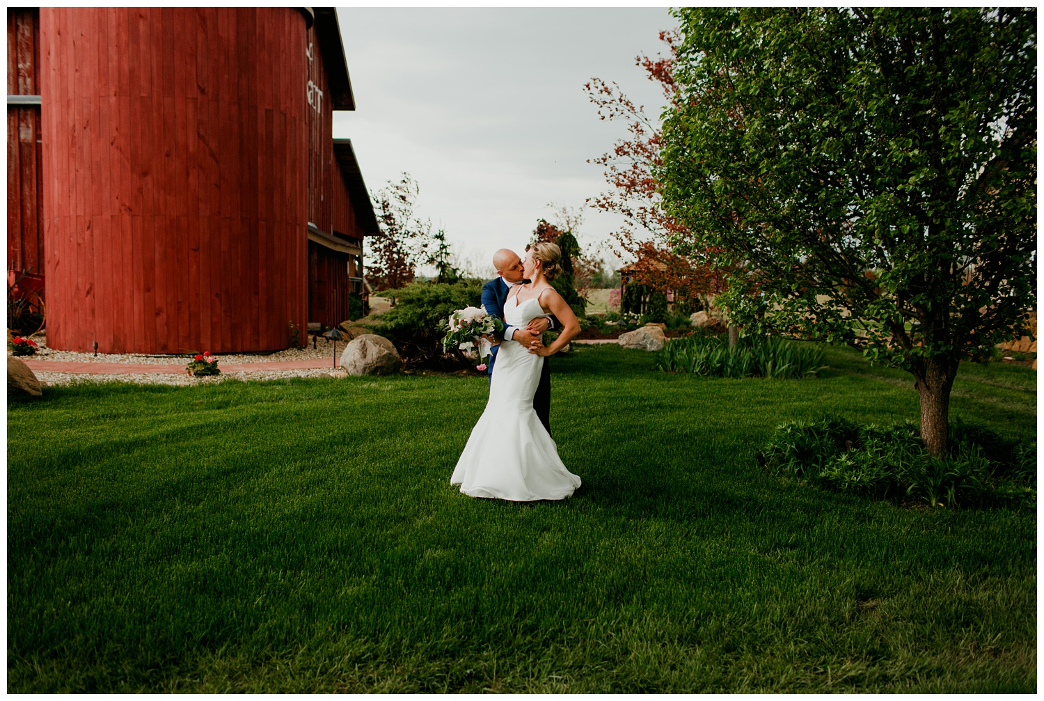 blissfulbarn threeoaks michigan wedding photography journeymandistillery96.jpg