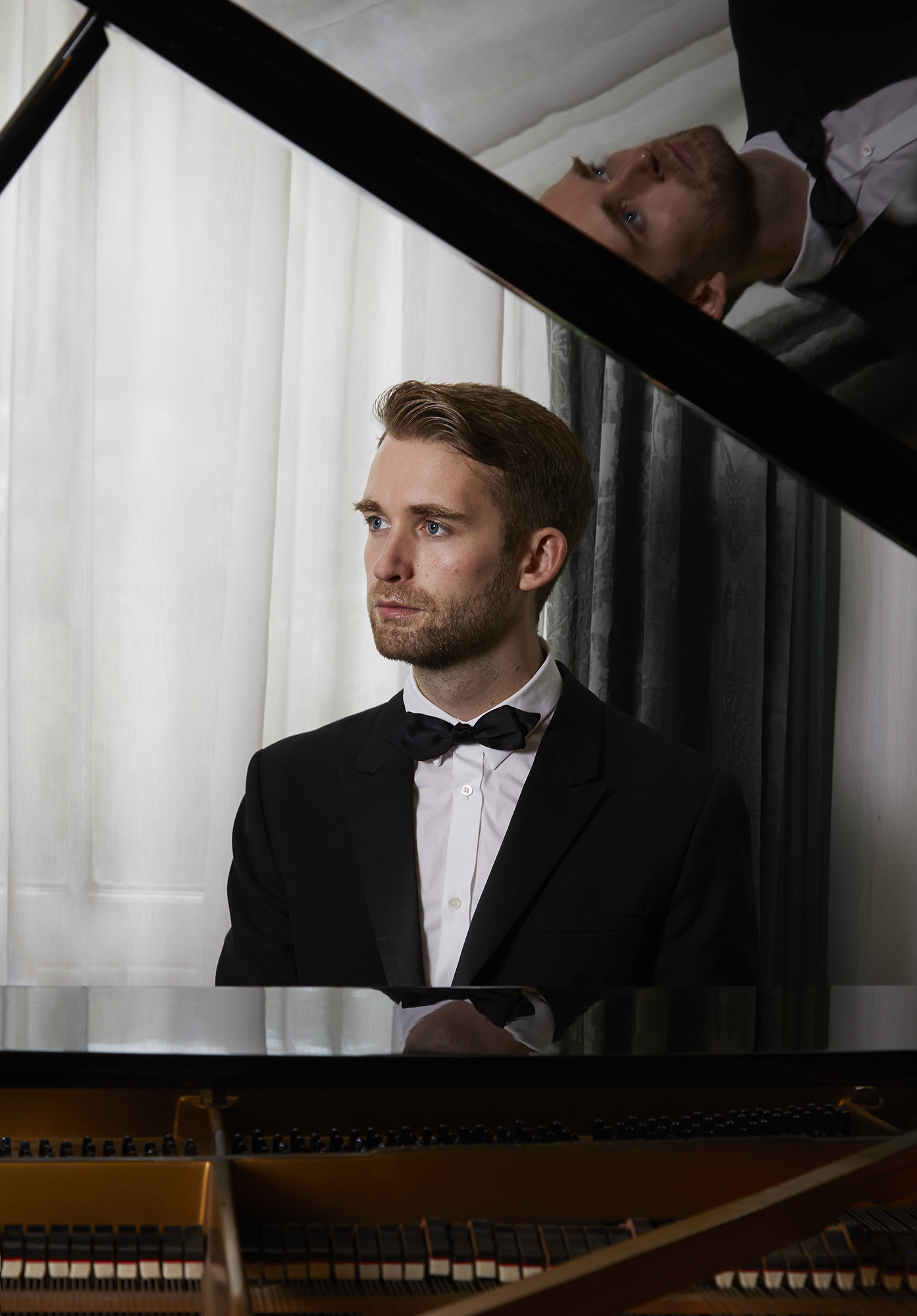 MarkPerry Piano pic.jpg