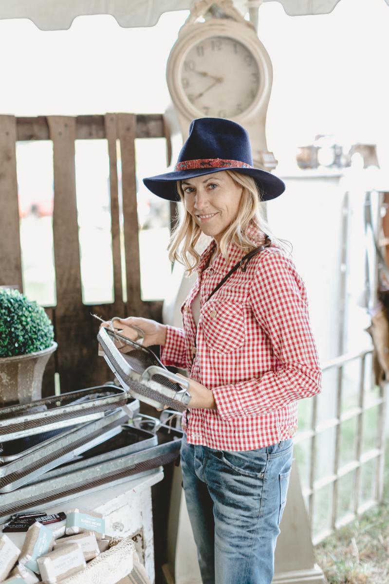 Sheryl Crow shopping the City Farmhouse Pop-up Fair in October 2015