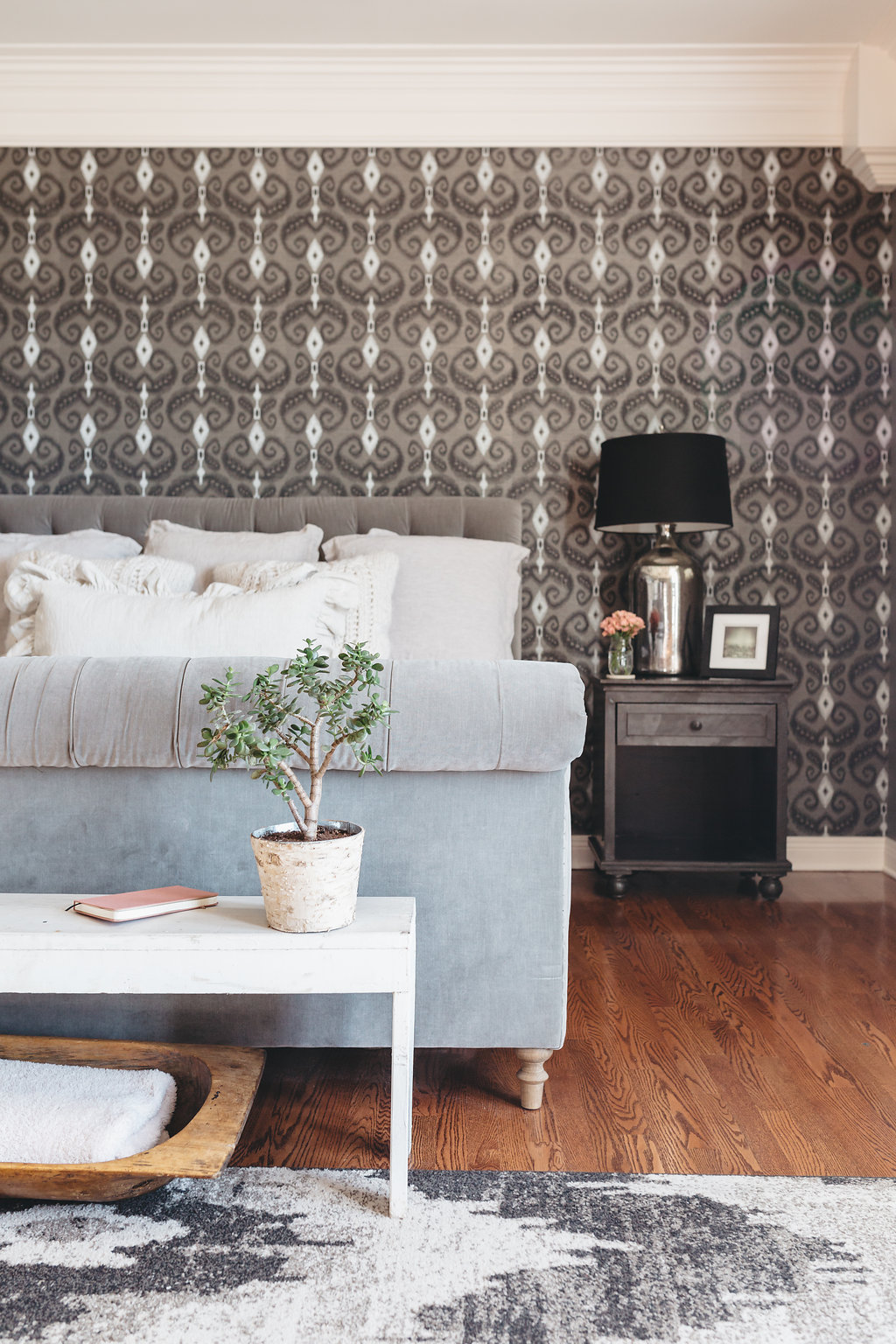 Wallpaper as art - in the home of Little Big Town's Phillip Sweet & blogger wife Rebecca ( sweetladijane ).    City Farmhouse Style  Photography: Alissa Saylor