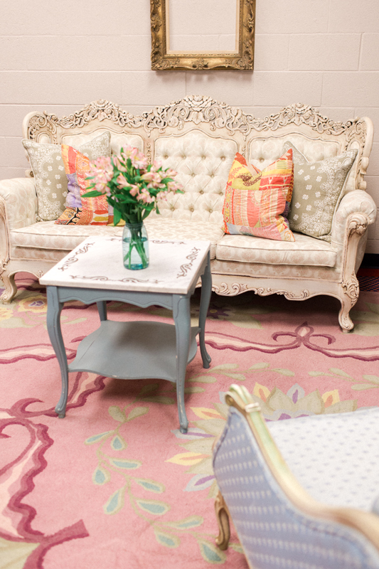 The Persian Rug Gallery's pink floral rug used in Kelsea Ballerini's dressing room at CMA Fest | City Farmhouse Interior Design