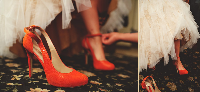 ceviche orlando wedding: bride putting on shoes