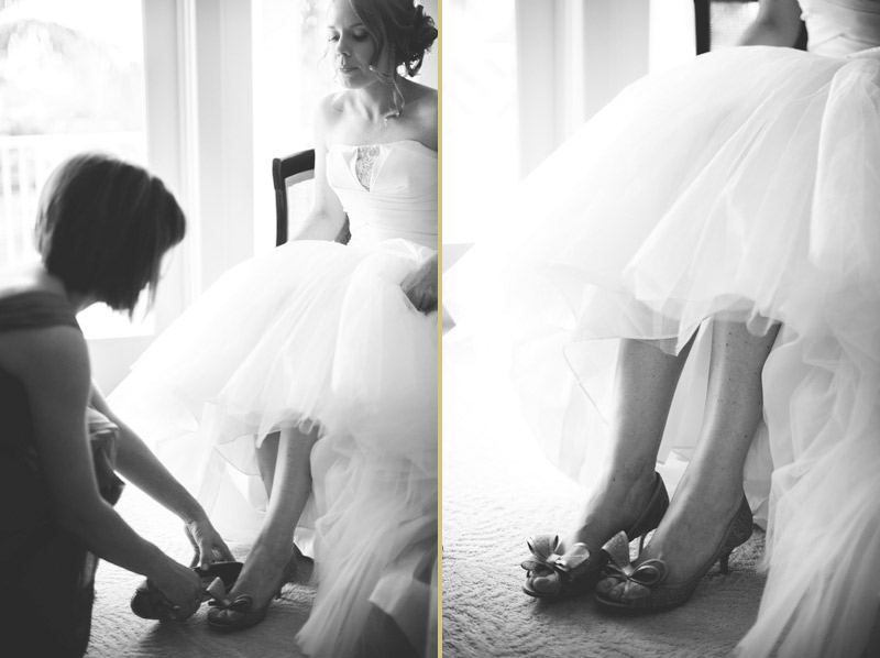 ringling museum wedding: putting on shoes