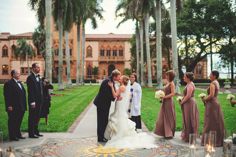 ringling museum wedding: first kiss