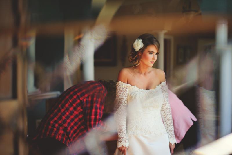 backyard wedding tampa: buttoning up dress