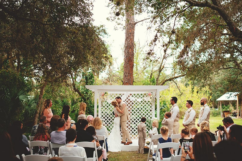naples-backyard-wedding-photos-060.jpg