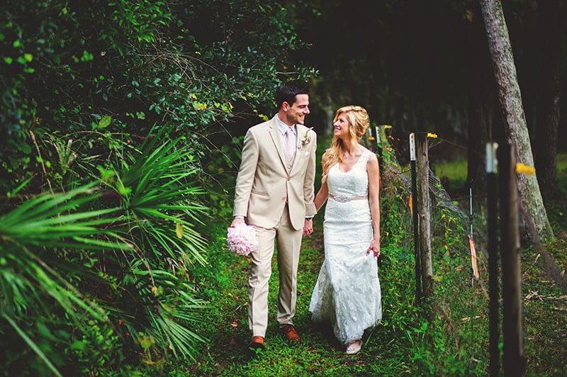 naples-backyard-wedding-photos-089.jpg