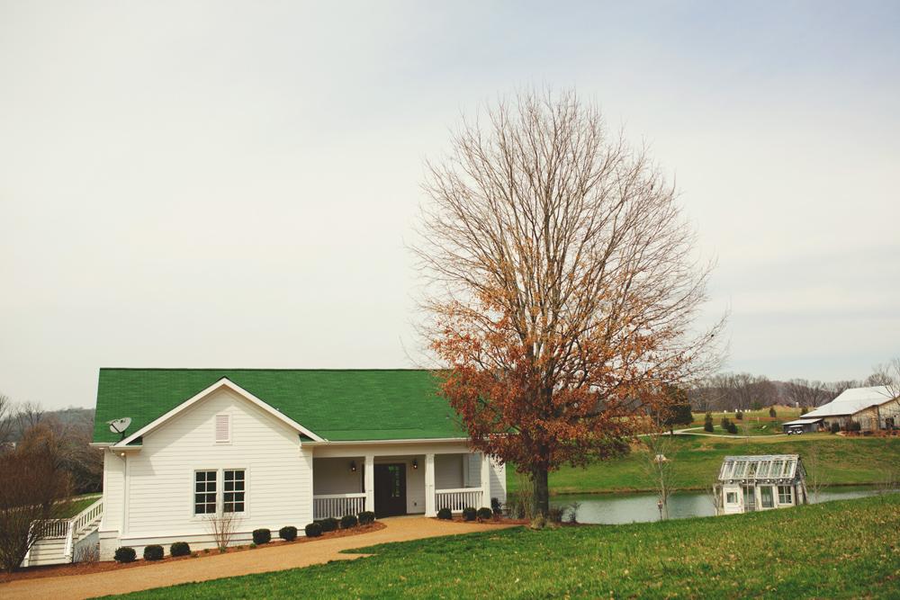 mint springs farm wedding: bridal suite