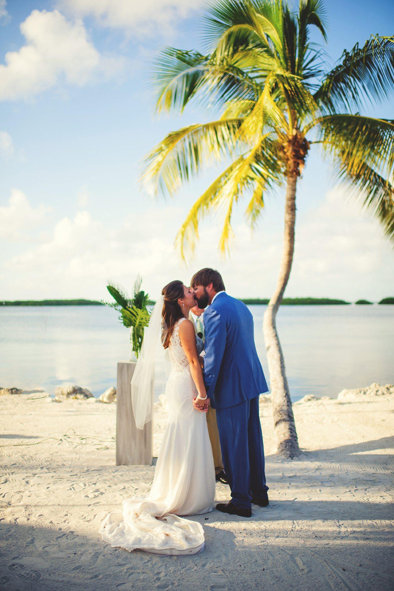 pierre's restaurant wedding: first kiss