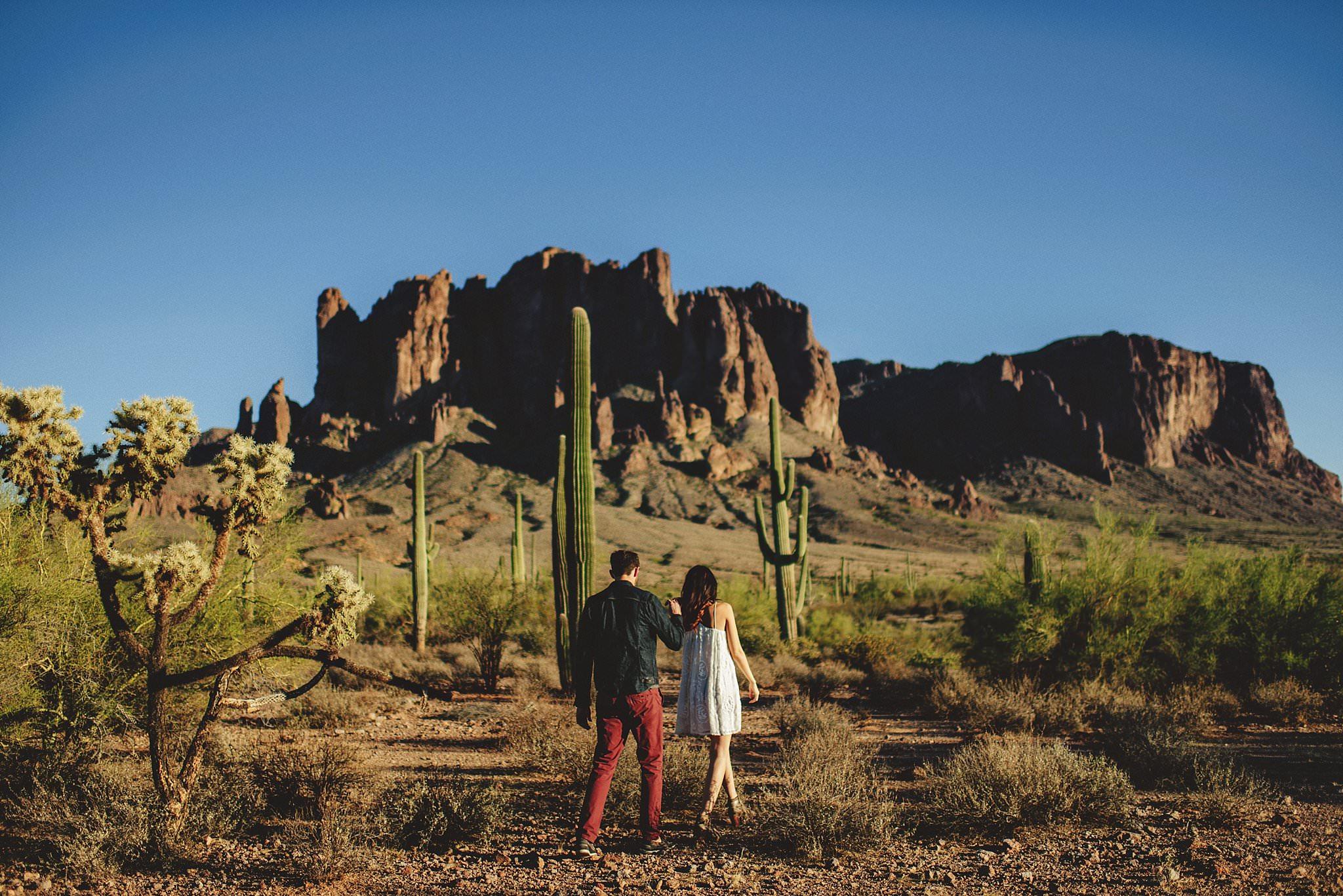 superstition-mountains-desert-engagement-photos-0007.jpg