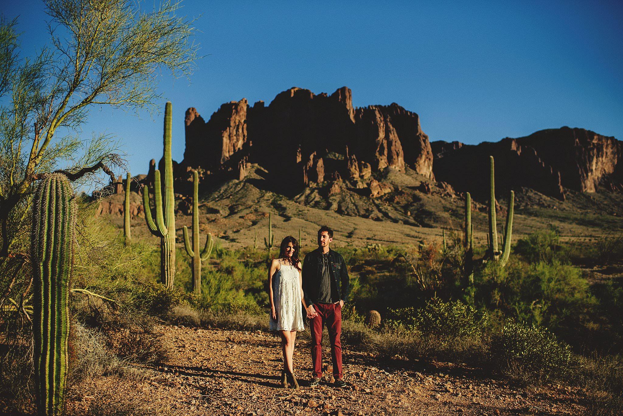 superstition-mountains-desert-engagement-photos-0009.jpg