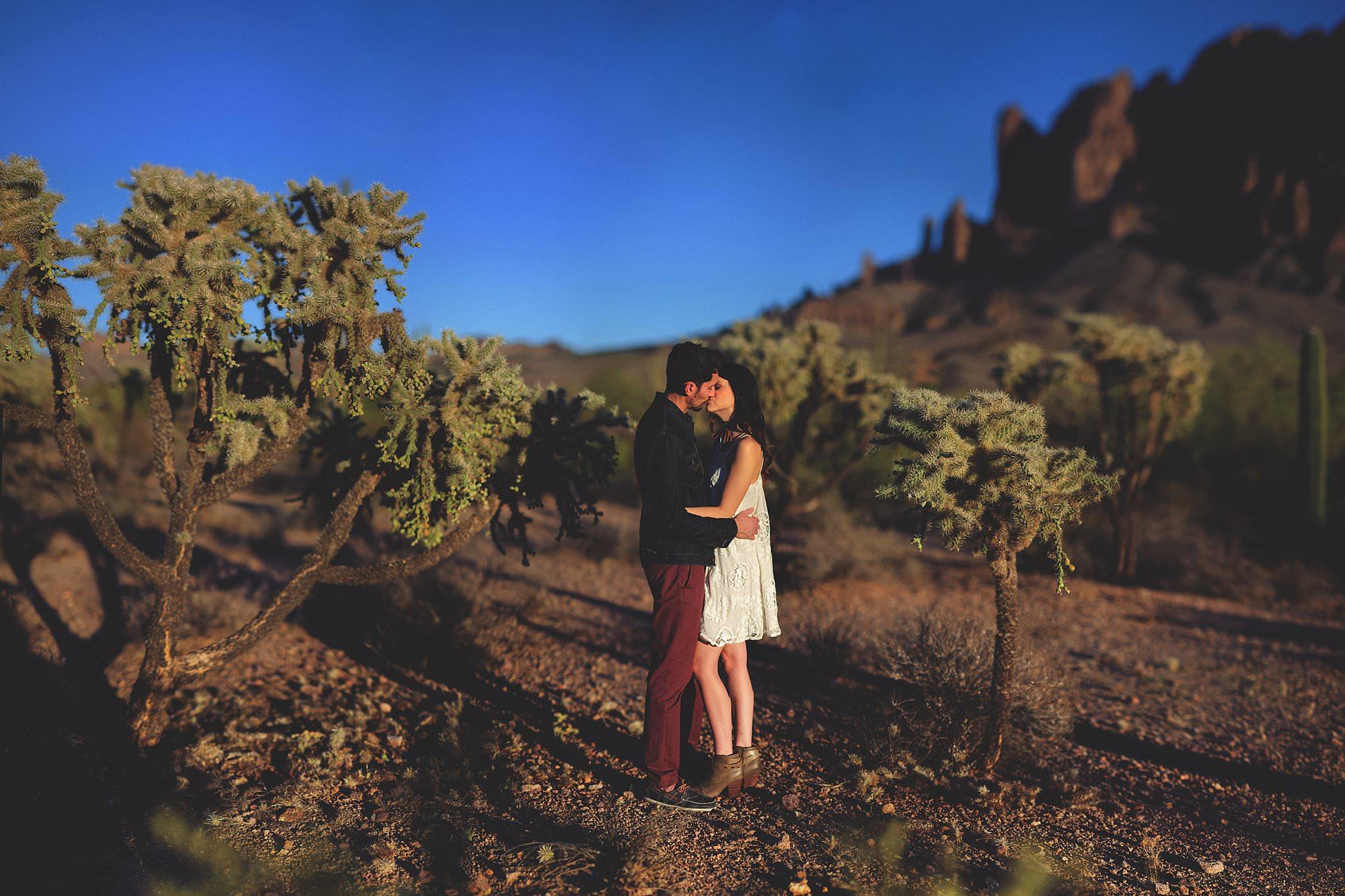 superstition-mountains-desert-engagement-photos-0012.jpg
