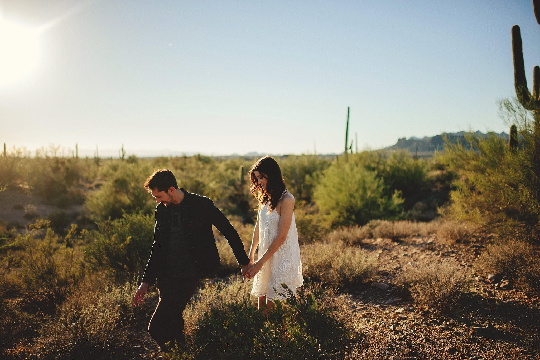 superstition-mountains-desert-engagement-photos-0014.jpg