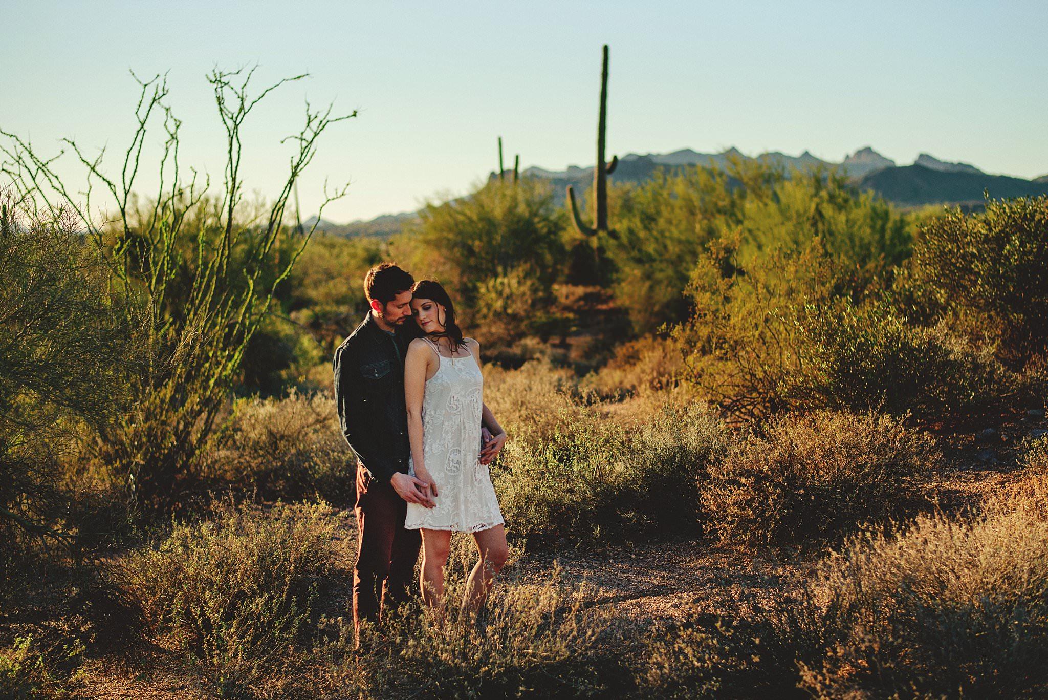 superstition-mountains-desert-engagement-photos-0015.jpg