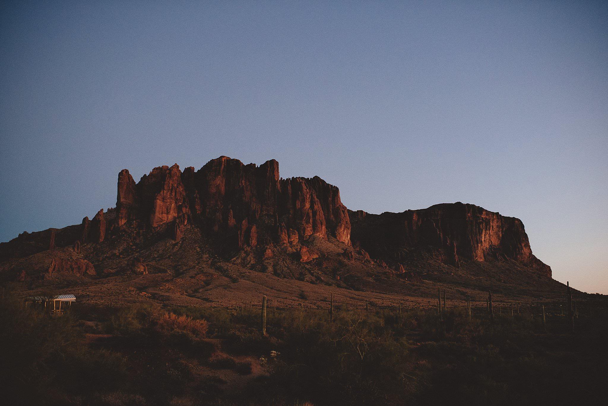 superstition-mountains-desert-engagement-photos-0039.jpg