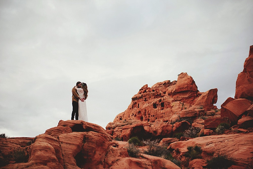 valley of fire engagement photos : gloomy day