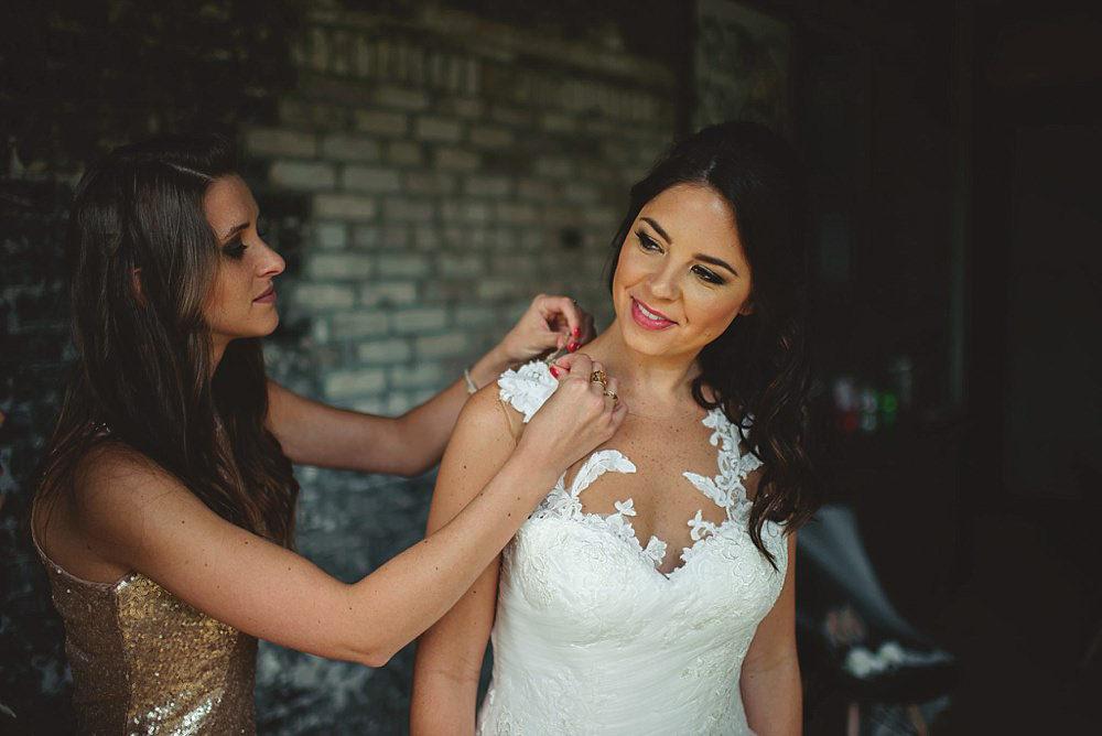 oxford exchange wedding : bridesmaid helping with dress
