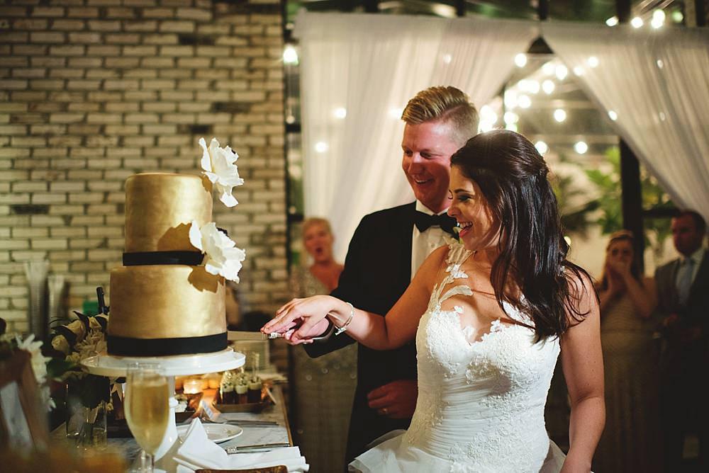 oxford exchange wedding : cake cutting