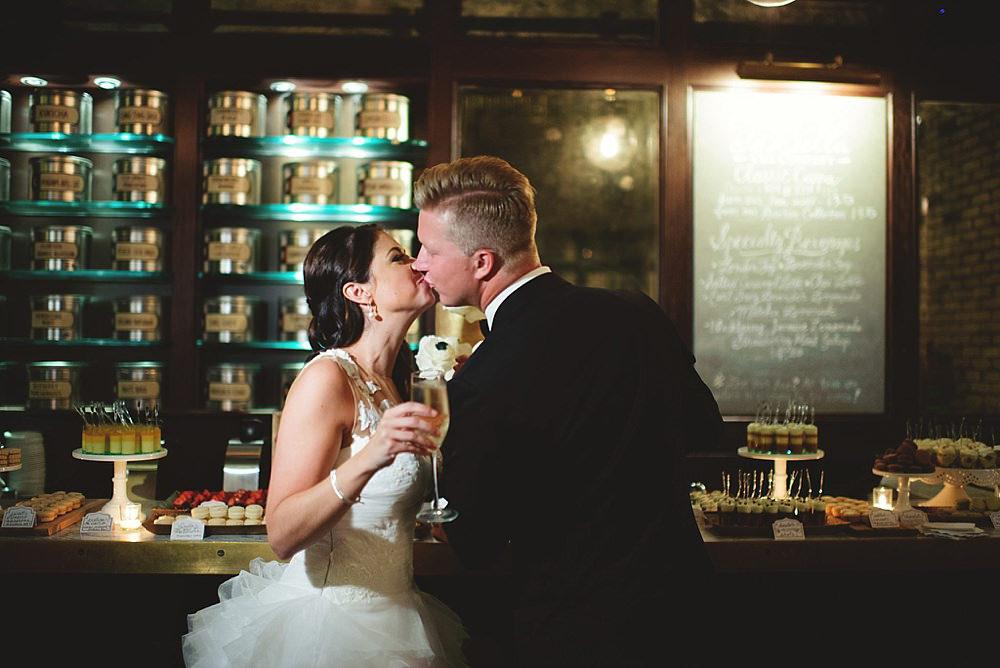 romantic-oxford-exchange-wedding-0105.jpg