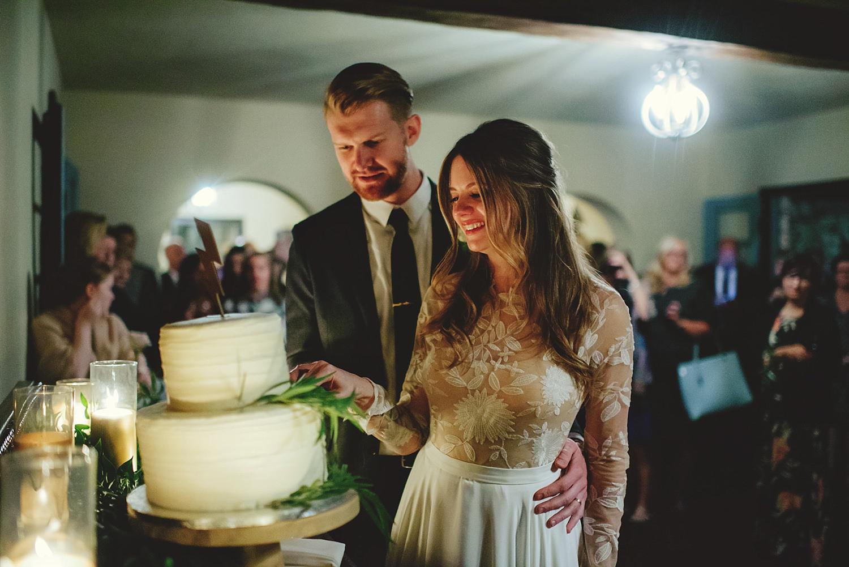 casa feliz wedding photos: cake cutting
