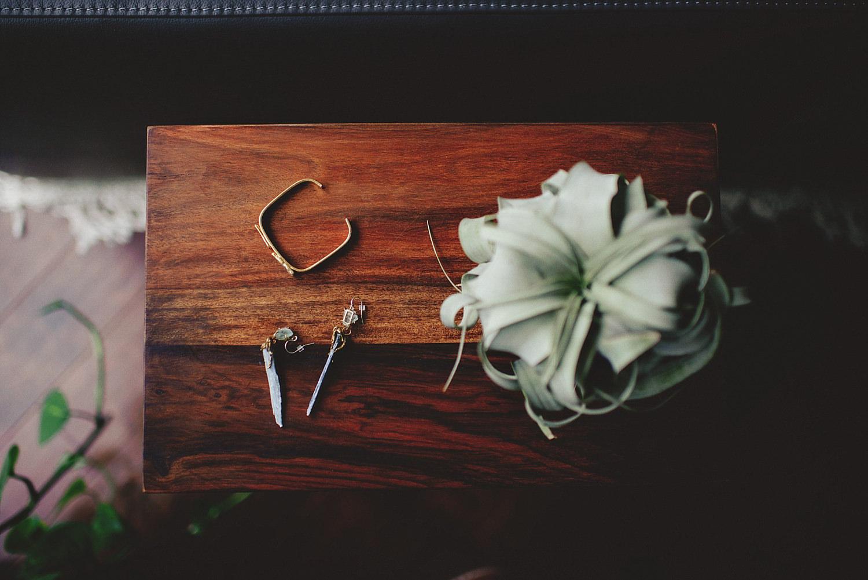 knowles memorial chapel wedding: brides accessories