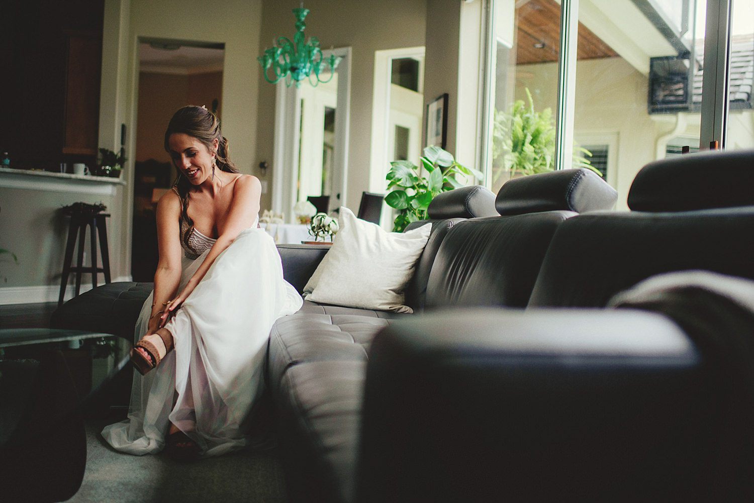 knowles memorial chapel wedding: bride putting on shoes
