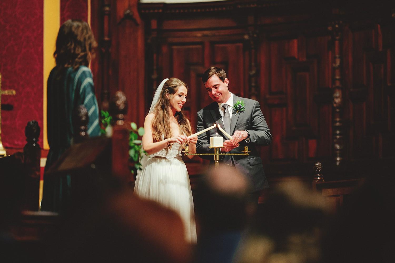 knowles memorial chapel wedding: lightingn unity candle