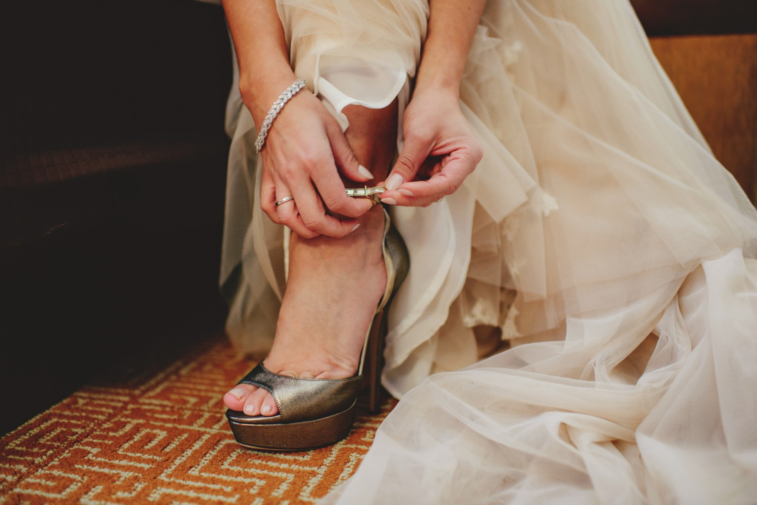 editorial ringling wedding: bride putting on shoes
