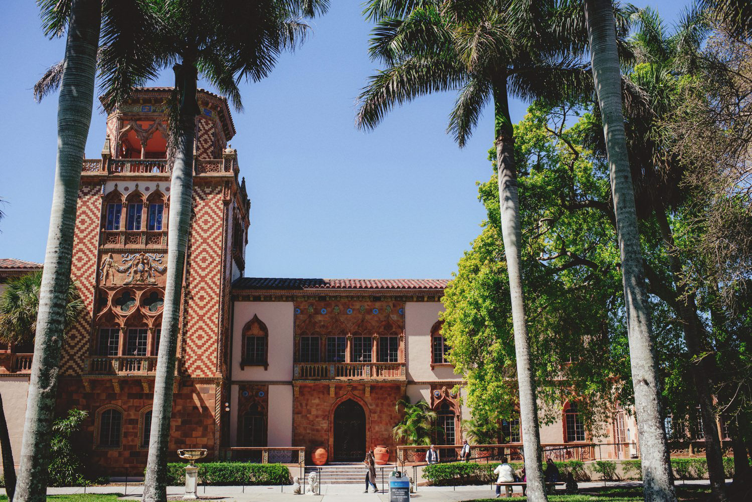 editorial ringling wedding: front of the ca' d' zan mansion