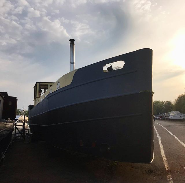 Getting ready for a new paint job. . . . #barge #dutchbarge #paint #boat #boating