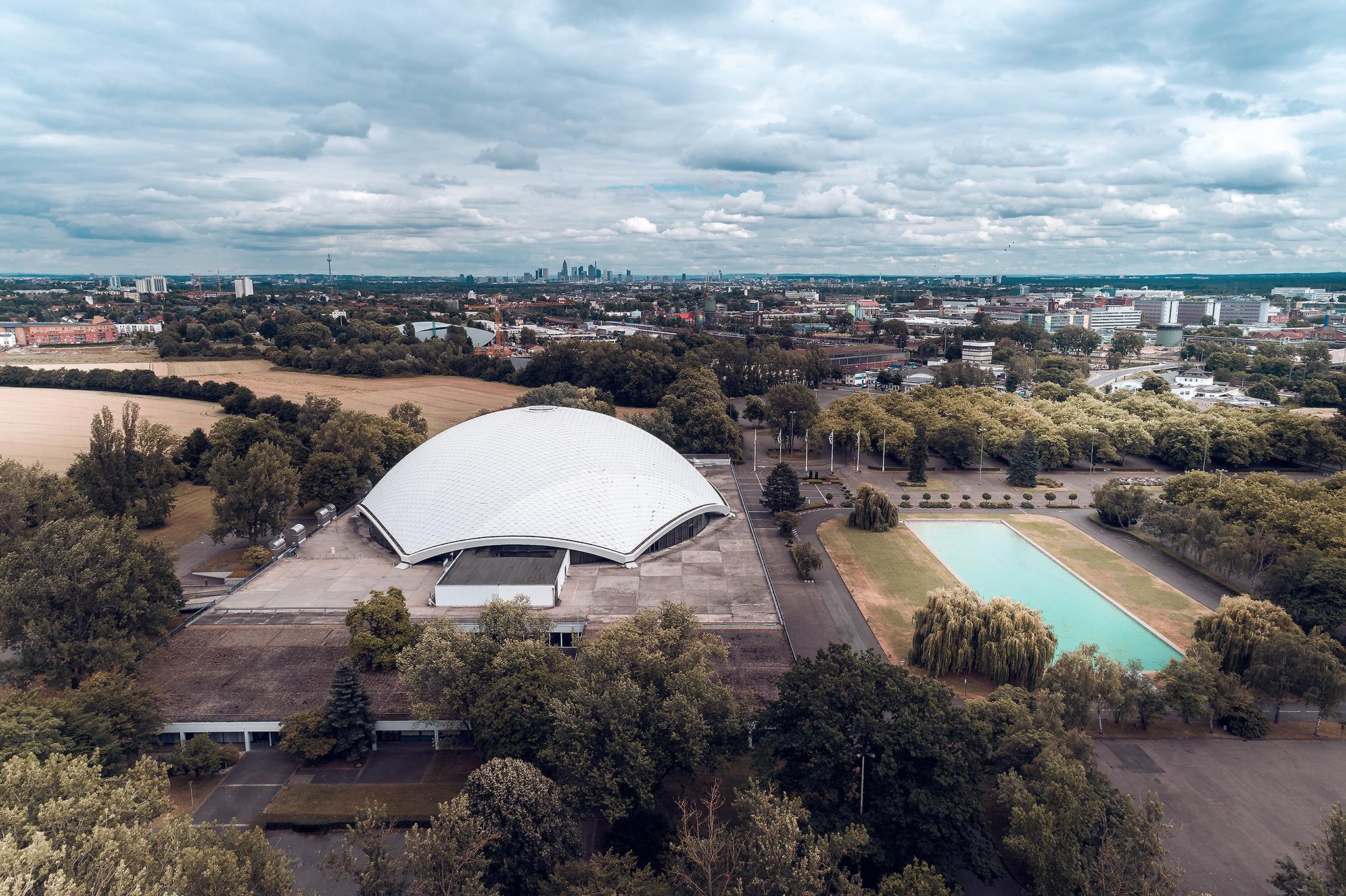 Jahrunderthalle Frankfurt Luftbildaufnahme drohne