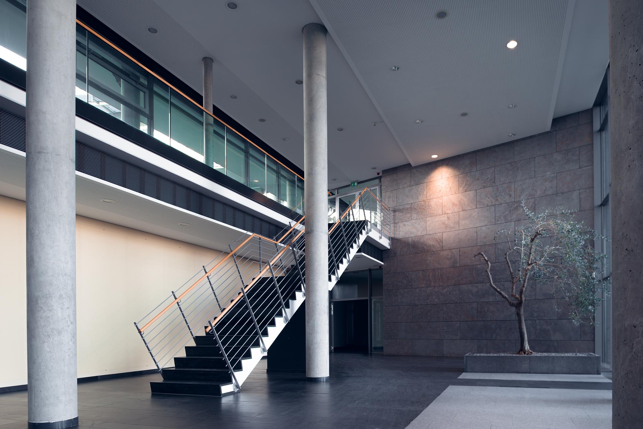Mainz Innenaufnahme Gewerbeimmobilie halle Treppenhaus Industrie