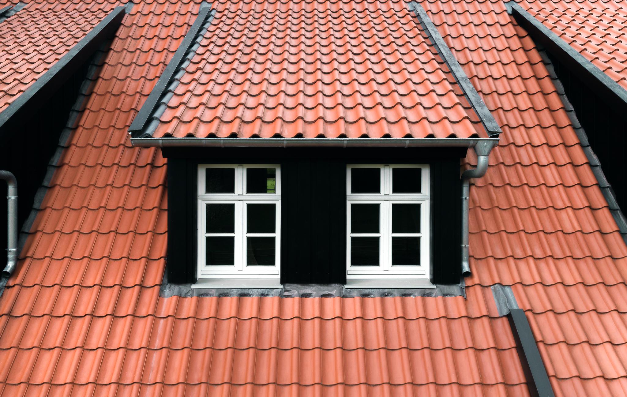 Drohnenaufnahme vom Dach, Produktfotografie von Ziegelsteinen, Klinkern und Baustoffen, NRW