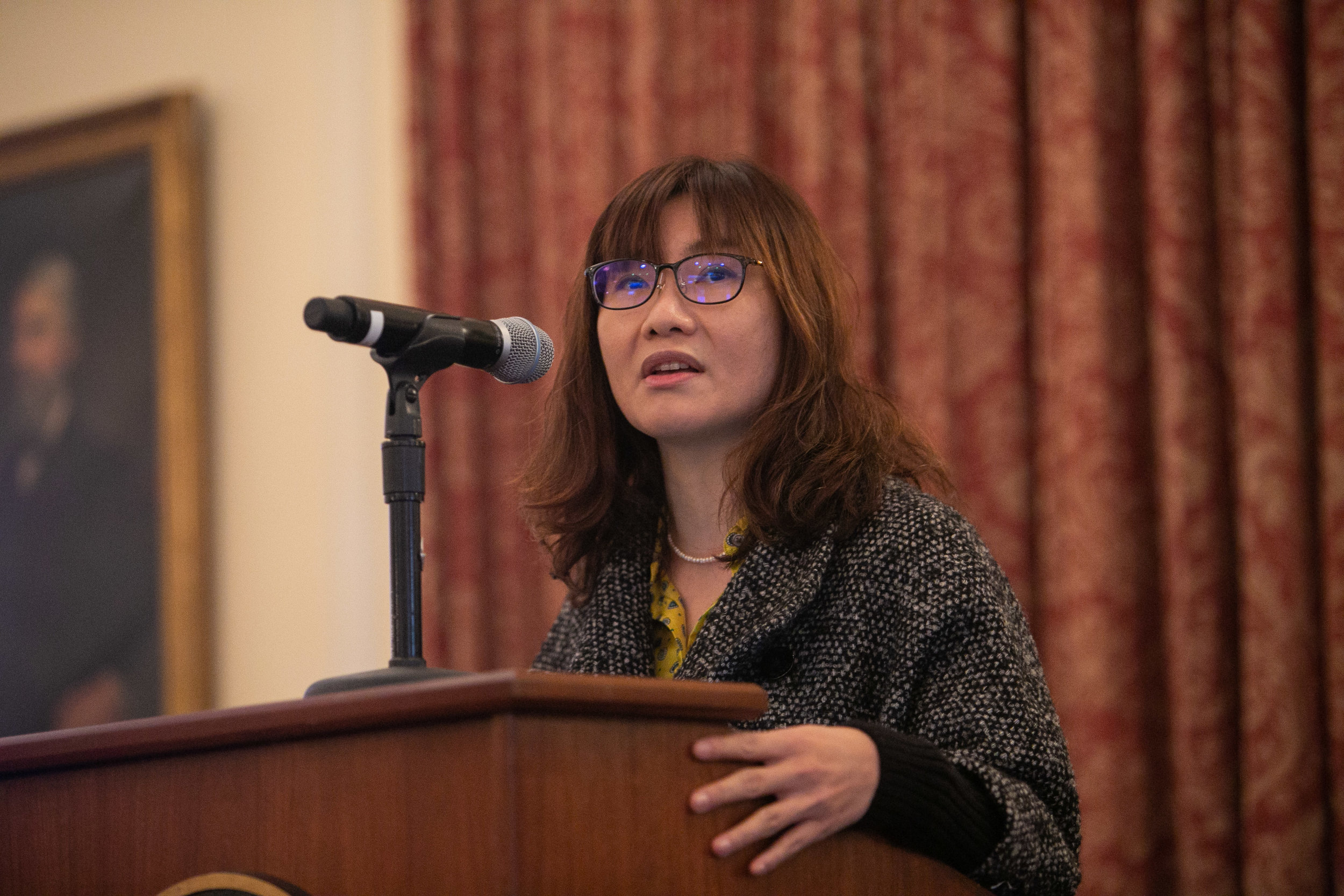 Affiliated Scholar Yu-Jie Chen in lecture.